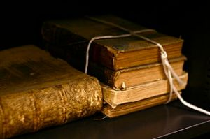 320px-Old_books_by_bionicteaching