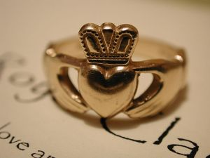 Claddagh Ring Wikimedia Commons
