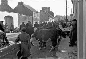 Main Street, Kinvara Photo: Cresswell Archives