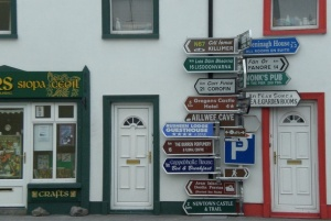 Signpost at Ballyvaughan, Co. Clare. Photo: c. Chris Tomlinson Licensed for reuse under Creative Commons