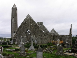 Kilmacduagh Abbey Photo: Borvan53  Wikimedia Commons