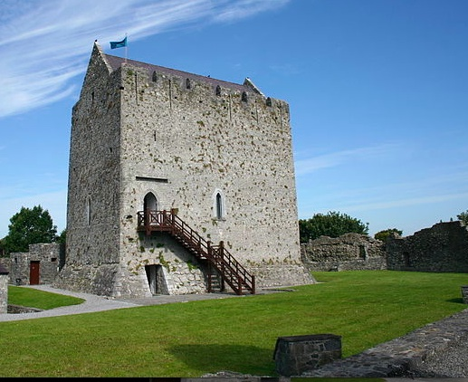 Athenry Castle Photo : Ingo Mehling  Wikimedia Commons