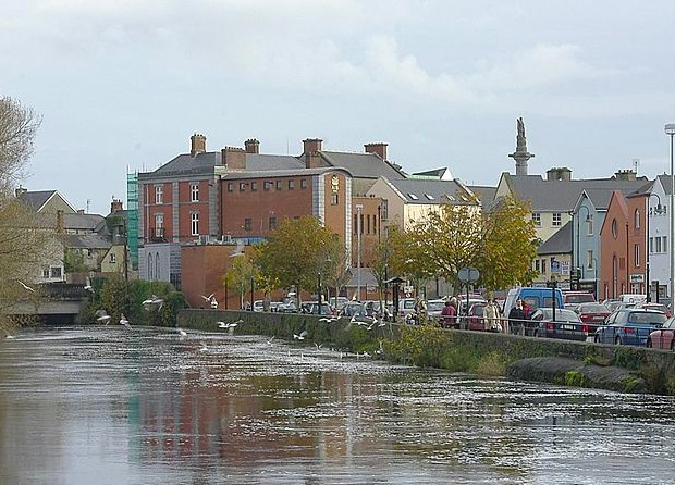 Ennis.  Wikimedia Commons