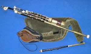 UilleannPipes  photo: 'Ganainm'  Wikimedia Commons