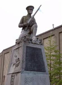 Irish Volunteer memorial - Irish War of Independence  Leo Broe (1899–1966) Photo: Jtdirl   Wikimedia Commons