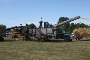 Threshing Machine In Action Photo: Ben Franske Wikimedia Commons